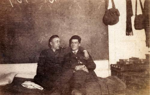 A black-and-white photograph of Byron Cooper Sisler sitting with a fellow soldier.